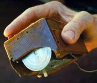 9 декабря 1968 года американский учёный Дуглас Энгелбарт продемонстировал первую модель компьютерной мыши.